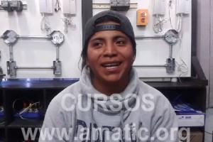 Edwin Peña, un chico que sin tener experiencia en automatización siguió un curso en Amatic, el cual le sirvió para terminar automatizando un proceso de telaje en la industra y ahora regresa por un curso de memorias eeprom.